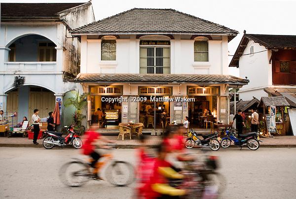 Le Café Ban Vat Sene at Night (Sakkarin Road). Luang Prabang, LAOS
