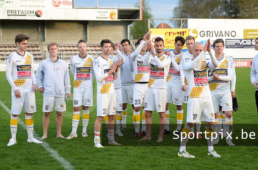 Finale Beker van West-Vlaanderen  KSV Rumbeke -  SC Wielsbeke : Wielsbeke groet hun supporters na de wedstrijd <br /> foto VDB / BART VANDENBROUCKE