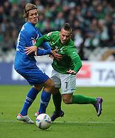 FUSSBALL   1. BUNDESLIGA   SAISON 2011/2012   21. SPIELTAG Werder Bremen - 1899 Hoffenheim                        11.02.2012 Jannik Vestergaard (li, TSG 1899 Hoffenheim) gegen Marko Arnautovic (re, SV Werder Bremen)