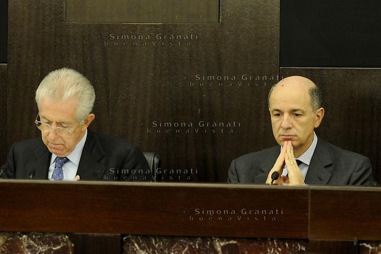 Roma, 4 Dicembre 2011.Il Governo Monti presenta alla stampa la manovra economica.. Mario Monti e Corrado Passera ministro dello sviluppo economico