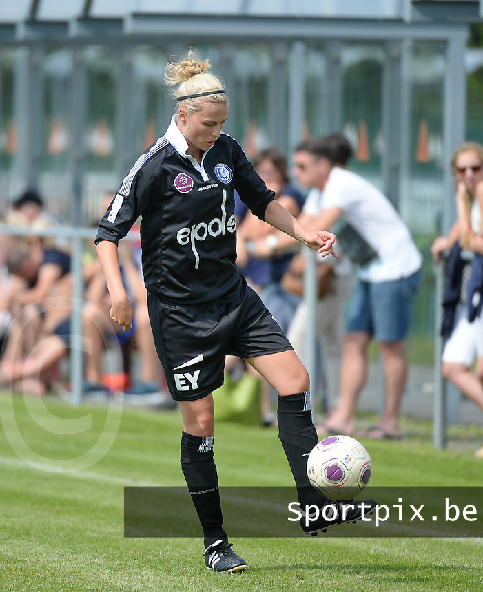 20150801 - WESTKAPELLE , BELGIUM : Gent's Anouk Bonnarens pictured during a friendly soccer match with the women team of AA Gent Ladies , during the preparation for the 2015-2016 SUPERLEAGUE season, Saturday 1 August 2015 . PHOTO DAVID CATRY