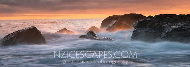 Dawn on Gillespies Beach and Tasman Sea, Westland Tai Poutini National Park, UNESCO World Heritage Area, West Coast, New Zealand, NZ