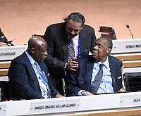 Fussball International Ausserordentlicher FIFA Kongress 2016 im Hallenstadion in Zuerich 26.02.2016 Shake Hands; Scheich Ahmad Al Fahad AL SABAH (Mitte, Kuwait, FIFA-Exekutivkomitee) mit FIFA Interimspraesident Issa Hayatou (Kamerun und CAF Praesident) und Constant OMARI (li, Kongo DR, FIFA-Exekutivkomitee)