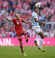 Fussball  1. Bundesliga  Saison 2013/2014  9. Spieltag FC Bayern Muenchen - 1. FSV Mainz     19.10.2013 Arjen Robben (li, FC Bayern Muenchen) gegen Eric Maxim Choupo - Moting (1. FSV Mainz 05)