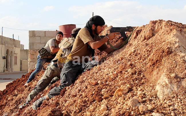 Fighters from the Free Syrian Army's Al-Tawhid Brigade take their position at the border with Dabiq city, the stronghold of the ISIS fighters, in the Mare' city in the north of Aleppo, on June 30, 2015. Photo by Ameer al-Halbi