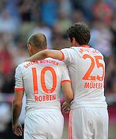 FUSSBALL   1. BUNDESLIGA  SAISON 2011/2012   33. Spieltag FC Bayern Muenchen - VfB Stuttgart       28.04.2012 Arjen Robben (li,) mit Thomas Mueller (FC Bayern Muenchen)