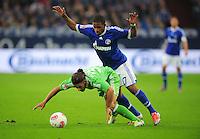 FUSSBALL   1. BUNDESLIGA  SAISON 2012/2013   7. Spieltag   FC Schalke 04 - VfL Wolfsburg        06.10.2012 Jefferson Farfan (re, FC Schalke 04) gegen Ricardo Rodriguez (re, VfL Wolfsburg)