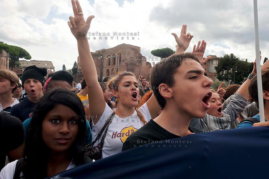 Roma, 12 Ottobre  2012.Manifestazione degli studenti delle scuole superiori contro i tagli imposti dalla nuova spending review.