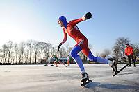 KORTEBAAN: BANTEGA: IJsvereniging de Polder, 16-01-2013, Schaatsseizoen 2012-2013, Kortebaanwedstrijd, Jorne Jonkman (voor) tegen Ted-Jan Bloemen, ©foto Martin de Jong