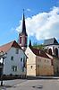"""Blick durch die Bahnhofstraße auf die Evangelische Kirche """"Zum heiligen Blut"""""""