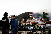 Israel : Israeli residents look at the slope of the burning hill on the edge of Tirat Ha Carmel near the northern city of Haifa on December 3, 2010. Around 40 people are believed to have been killed in the devastating forest fire burning.© ALESSIO ROMENZI