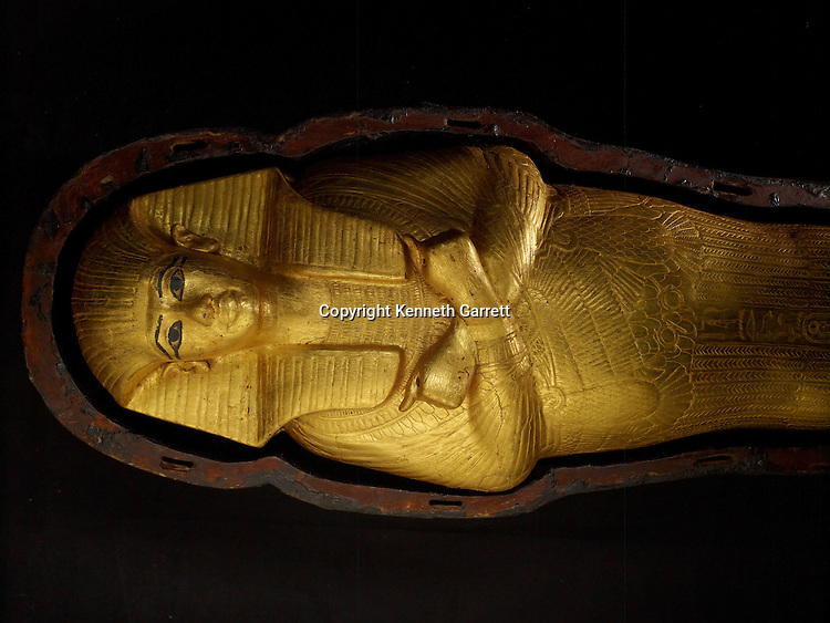 mm7864; 18th Dynasty; New Kingdom; Egypt; Tut; Tutankhamun; Mummy; Valley of the Kings, KV62, Foetus Coffin, Gold, The Egyptian Museum, Cairo