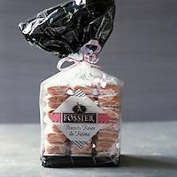 Europe/France/Champagne-Ardenne/51/Marne/Reims: Bicuits de Reims , biscuits roses de chez Fossier - Stylisme : Valérie LHOMME //  Europe/France/Champagne-Ardenne/51/Marne/Reims: Bicuits de Reims , biscuits roses de chez Fossier - Stylisme : Valérie LHOMME