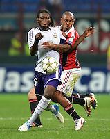 FUSSBALL   CHAMPIONS LEAGUE   SAISON 2012/2013   GRUPPENPHASE   AC Mailand - Anderlecht                            18.09.2012 Dieudonne Mbokani (li, Anderlecht) gegen De Jong Nigel (AC Mailand)