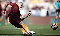 Calcio, Serie A: Roma, stadio Olimpico, 14 aprile 2017.<br /> Roma's Radja Nainggolan in action during the Italian Serie A football match between Roma and Atalanta at Rome's Olympic stadium, April 14, 2017.<br /> UPDATE IMAGES PRESS/Isabella Bonotto
