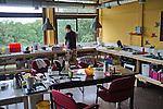 Nederland, Utrecht, 18-08-2011  Een blik in een centrale keuken. Voormalig gebouw van lerarenopleiding is omgebouwd tot tijdelijk studentencomplex 'Archimedeslaan 16' van de Stichting Tijdelijk Wonen (STW). FOTO: Gerard Til / Hollandse Hoogte