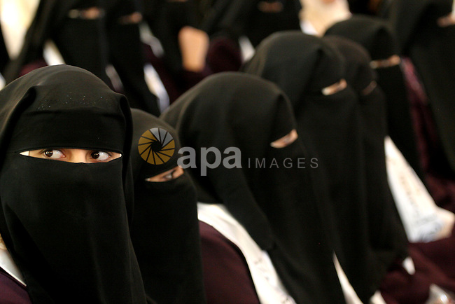 One hundred Palestinian brides and their grooms attend a celebration organized by by the Islamic Jihad Movement in Gaza City on Dec. 25,2010. Photo by Mohammed Asad