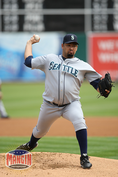 OAKLAND, CA - SEPTEMBER 20:  Carlos Silva of the Seattle Mariners pitches during the game against the Oakland Athletics at the McAfee Coliseum in Oakland, California on September 20, 2008.  The Athletics defeated the Mariners 8-7.  Photo by Brad Mangin