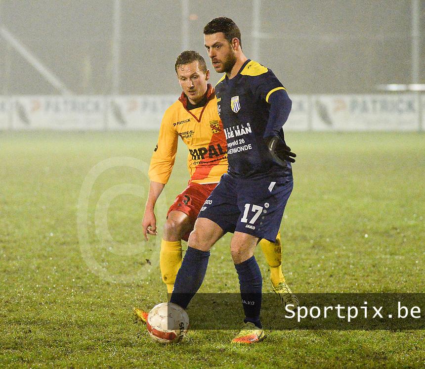 Eendracht Wervik - FC Lebbeke :<br /> Mattis Persoons (17) sneller op de bal dan Frederic Fleurman (3)<br /> Foto VDB / Bart Vandenbroucke