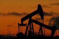 Oljepumper ved Norman Wells i Canada. ---- Oil pumps i Norman Wells, Canada.