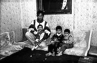 Montenegro  Novembre 2000.Campo profughi di Konik 1.Idris Beras, 26 anni, etneia rom, ha lasciato il Kosovo tre mesi fa con i figli, la moglie  Azemine è stata rapita10 mesi fa' da uomini mascherati. Idris pensa che è stata portata in Italia.