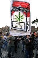 Roma 11 Marzo 2006.Strett Parade nazionale, organizzata dal movimento antiproibizionista, per chiedere l'abrogazione della legge Fini-Giovanardi, sulle droghe..Rome March 11, 2006.National Strett Parade,organized by the prohibitionist movement,to demand the repeal of the law Fini-Giovanardi, on the drugs..