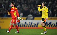 FUSSBALL   1. BUNDESLIGA   SAISON 2011/2012    15. SPIELTAG Borussia Moenchengladbach - Borussia Dortmund        03.12.2011 Torwart Roman WEIDENFELLER (li) und Lukasz PISZCZEK (re, beide Dortmund) verlassen nach dem Abpfiff enttaeuscht den Platz