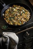 Europe/France/Bretagne/Ille et Vilaine/Rennes: Morue à la paysanne - plat traditionnel de la cuisine rennaise lors du vendredi saint
