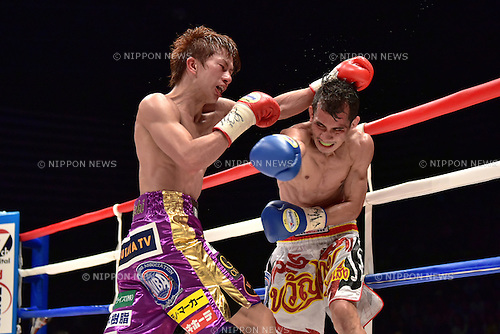 (L-R) Ryoichi Taguchi (JPN), Kwanthai Sithmorseng (THA),<br /> MAY 6, 2015 - Boxing :<br /> Ryoichi Taguchi of Japan in action against Kwanthai Sithmorseng of Thailand during the seventh round of the WBA light flyweight title bout at Ota-City General Gymnasium in Tokyo, Japan. (Photo by Hiroaki Yamaguchi/AFLO)