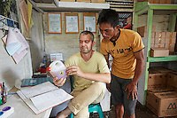 Nicolas Césard, ethnologist at the National Museum of Natural History, and Suriadi, inspector with the association APDS, in the association's office in the village of Semangit.///Nicolas Césard, ethnologue au Muséum national d'Histoire naturelle, et Suriadi, contrôleur de l'association APDS, dans le bureau de l'association située dans le village de Semangit.