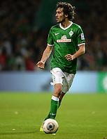 FUSSBALL   1. BUNDESLIGA   SAISON 2013/2014   11. SPIELTAG SV Werder Bremen - Hannover 96                         03.11.2013 Santiago Garcia (SV Werder Bremen) am Ball