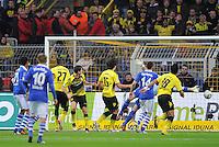 FUSSBALL   1. BUNDESLIGA  SAISON 2011/2012   14. Spieltag   26.11.2011 Borussia Dortmund - FC Schalke 04                  Tor zum 1-0 Torschuetze Robert Lewandowski (Mitte, Borussia Dortmund)