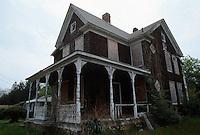 1995 April ..Conservation.Lamberts Point...Rundown Properties.Side Exterior.1447 West 37th Street...NEG#.NRHA#..CONSERV: Lambert2 3:2