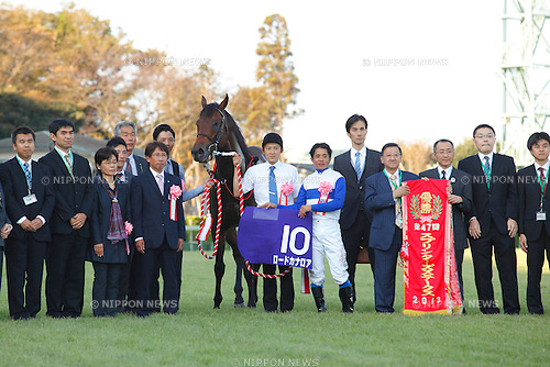 Lord Kanaloa (Yasunari Iwata),  Takayuki Yasuda,  Shogo Yasuda,<br /> SEPTEMBER 29, 2013 - Horse Racing :<br /> Trainer Takayuki Yasuda (6th L), assistant trainer Shogo Yasuda (7th L) and jockey Yasunari Iwata (6th R) pose with Lord Kanaloa after winning the Sprinters Stakes at Nakayama Racecourse in Chiba, Japan. (Photo by Yoshifumi Nakahara/AFLO)