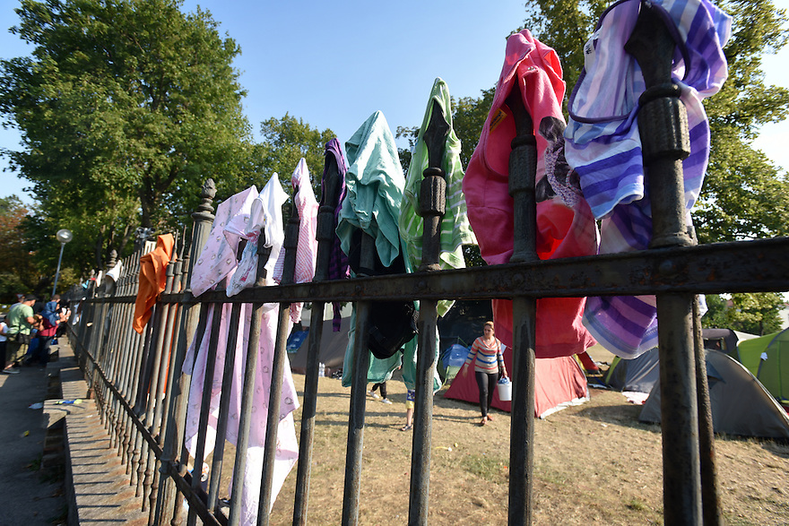REFUGEE CRISIS IN AUSTRIA. TRAISKIRCHEN REFUGEE RECEPTION CAMP. PHOTO BY CLARE KENDALL. 12/08/15.