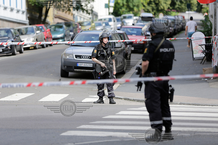 A forgotten, fake bomb under a car, used for training purposes, triggered a massive security operation by the US Embassy in Oslo. Armed police shut down a large area around the embassy for several hours.