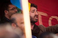 turchi manifestano , a Parigi,a favore delle proteste in Turchia contro Erdogan 3 giugno 2013 uomo con barba grida slogan