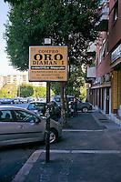 Roma, 10 Ottobre 2012..Cartello  compro oro, zona Ostiense