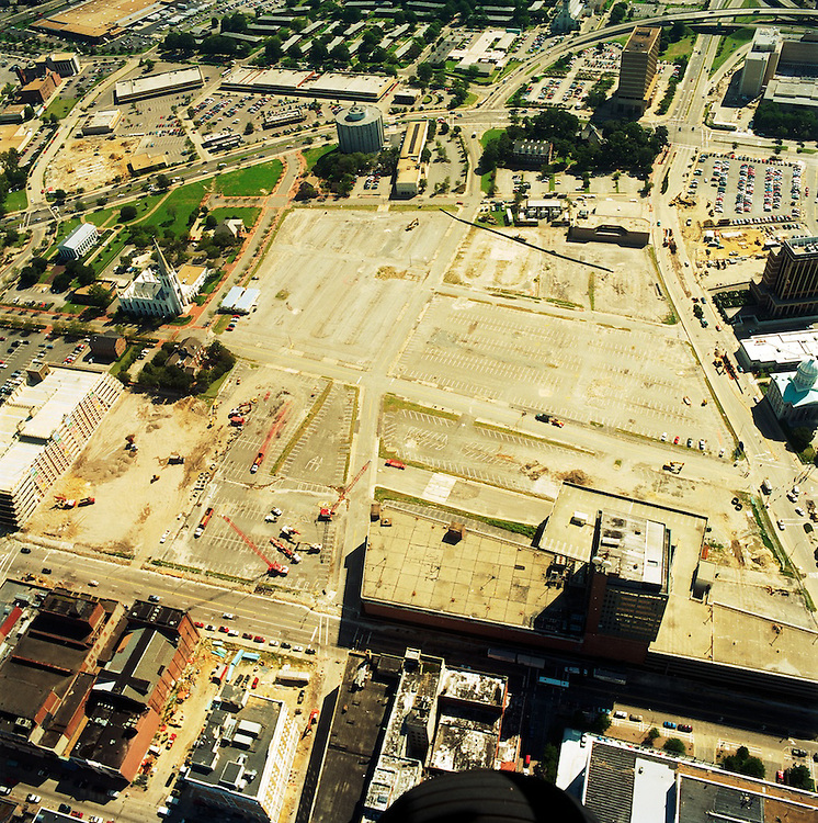 1996 September 20..Redevelopment.Downtown North (R-8)..AERIAL VIEWS OF MACARTHUR SITE....NEG#.NRHA#..