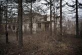 Straseni. Begonnerer, aber nicht fertiggestellter Bau auf dem<br />Gel&auml;nde des Bezirkskrankenhauses. Hier werden Patienten, die<br />bereits wieder zuhause sind, nachversorgt. Es ist zwar nicht<br />unm&ouml;glich, MDR-TB zu behandeln, aber die medikament&ouml;se<br />Therapie ist sehr unangenehm, dauert bis zu zwei Jahre und<br />verursacht viele Nebenwirkungen. // Moldova is still the poorest country of Europe. Hopes to join the European Union are high. After progress in the past years tuberculosis is on the rise again. The number of new patients raise since 2010 and is on a level that has not been reached since the late 90s.