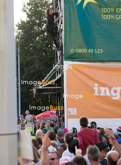 Julien Dor&eacute; &agrave; la troisi&egrave;me &eacute;dition du Ronqui&egrave;res Festival, un festival de musique qui accueille 30.000 personnes.<br /> Belgique, Ronqui&egrave;res, 2 ao&ucirc;t 2014.