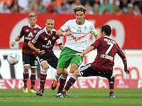 FUSSBALL   1. BUNDESLIGA  SAISON 2011/2012   6. Spieltag 1 FC Nuernberg - SV Werder Bremen         17.09.2011 Clemens Fritz (Mitte, SV Werder Bremen) gegen Markus Feulner (re, 1 FC Nuernberg)