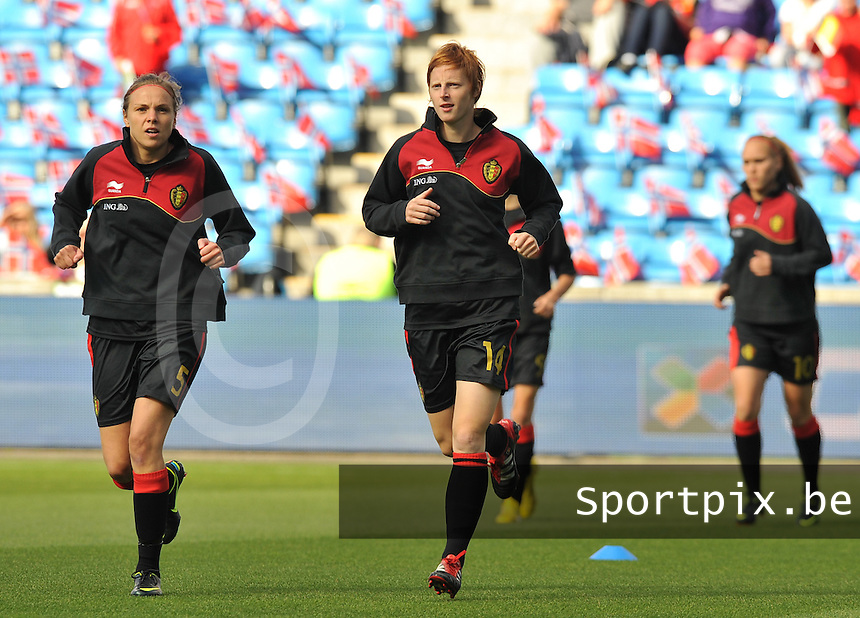 Norway : UEFA Women's Euro Qualifying group stage (Group 3) - 15/09/2012  - Oslo - Ullevaal Stadion : Norway  (Noorwegen) - BELGIUM ( Belgie) : Lorca Van De Putte en Lien Mermans.foto DAVID CATRY / Vrouwenteam.be