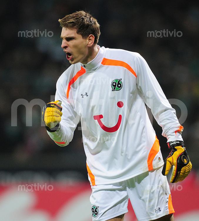 FUSSBALL   1. BUNDESLIGA   SAISON 2010/2010   22. Spieltag SV Werder Bremen - Hannover 96                           13.02.2011 Torwart Ron-Robert ZIEGLER (Hannover) ballt die Faust