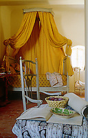 In the bedroom the hangings of the Louis XVI bed are in a typical sunflower-yellow Provencale print