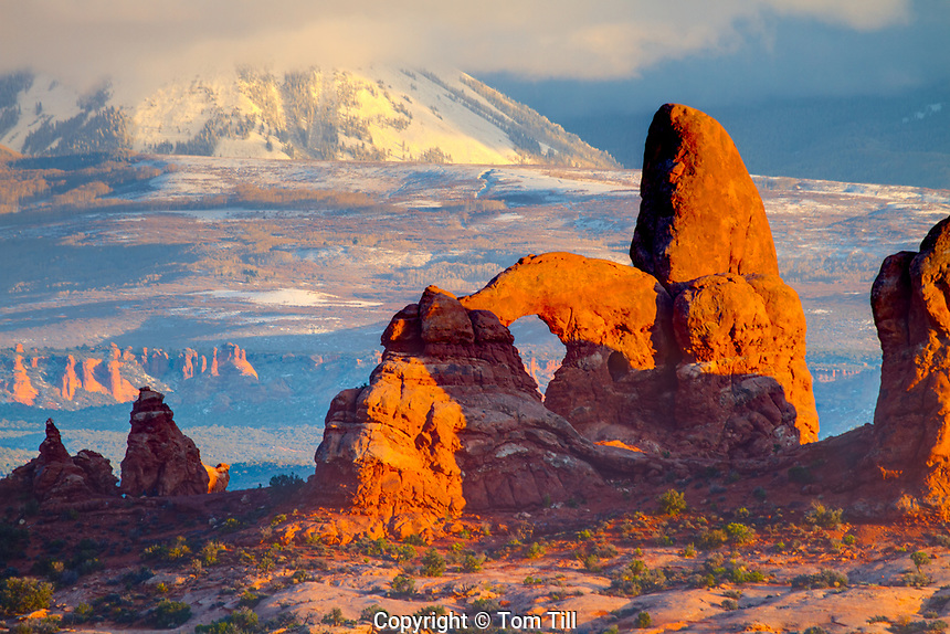 Turret Arch and La Sal Mountains, Arches National Park, Utah  windows Sectiom sunset