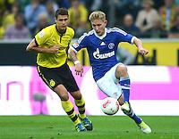Fussball 1. Bundesliga :  Saison   2012/2013   8. Spieltag  20.10.2012 Borussia Dortmund - FC Schalke 04 Sebastian Kehl (li, Borussia Dortmund) gegen Lewis Holtby (FC Schalke 04)