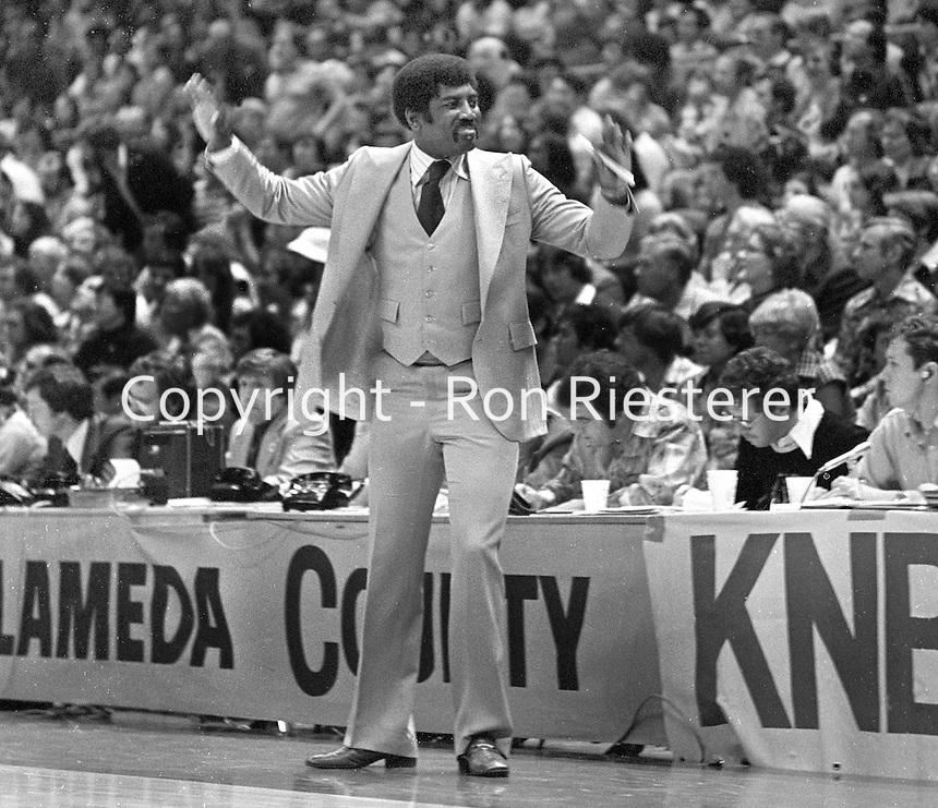 Golden State Warrior coach Al Attles looking dapper.<br />(1977 photo/Ron Riesterer)