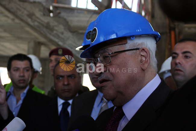 Palestinian President Mahmoud Abbas visits the Palestinian al-Reehan housing project near the West Bank city of Ramallah on June 28, 2010. Photo by Eyad Jadallah