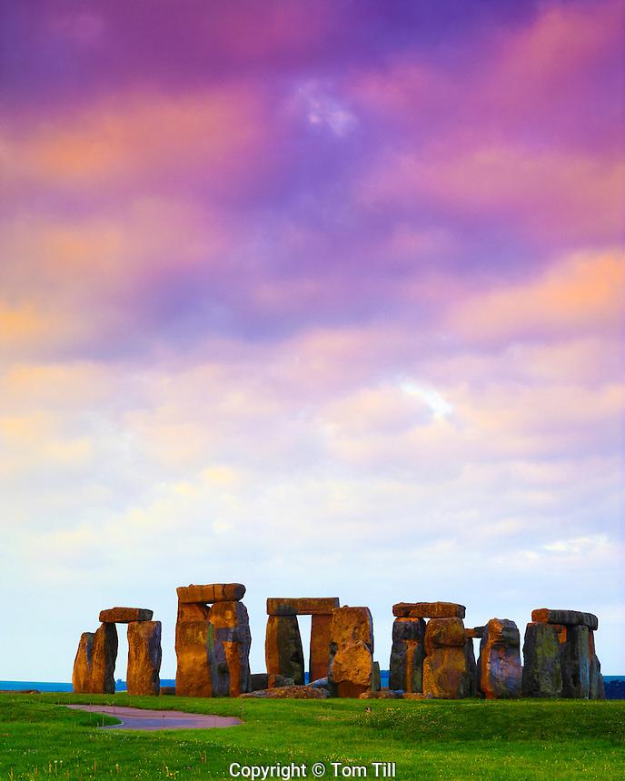 Stonehenge, England, UK, Europe's most famous rehistoric site, Stone circle on Salisbury Plain, Constructed 2800 B.C.  - 1500 B.C. May